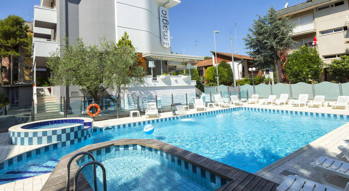 Hotel 3 stelle riccione albergo viale ceccarini con for Piscina riccione