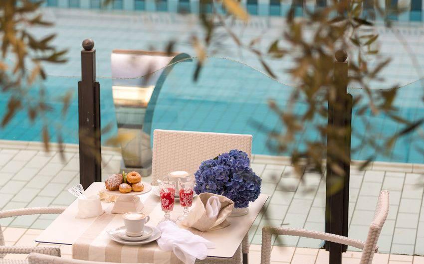 Piscina Hotel Riccione colazione