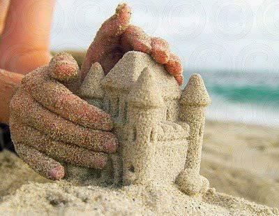 castello con mano